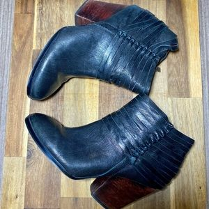 Isola Leather black ankle booties. Size 8.5